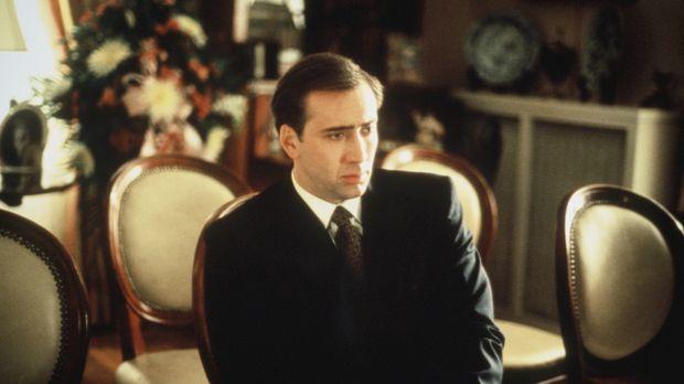 FBI-Agent Doug Chesnic (Nicolas Cage) erfährt, dass er seinen nervigen Job al...