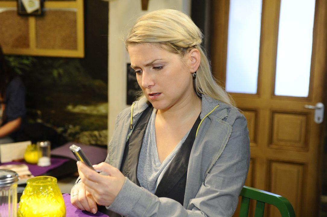 Anna (Jeanette Biedermann) hat sich in den Kopf gesetzt, Katja auf andere Gedanken zu bringen und lädt sie zum Essen ein. Anfangs ist alles gut, do... - Bildquelle: SAT.1