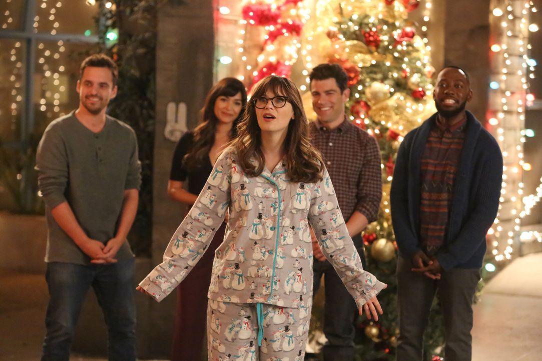 Jess (Zooey Deschanel, vorne) liebt Weihnachten, doch nachdem ihre Freunde schon an Halloween entscheiden haben, dass sie dieses Jahr kein Weihnacht... - Bildquelle: Ray Mickshaw 2017 Fox and its related entities.  All rights reserved.