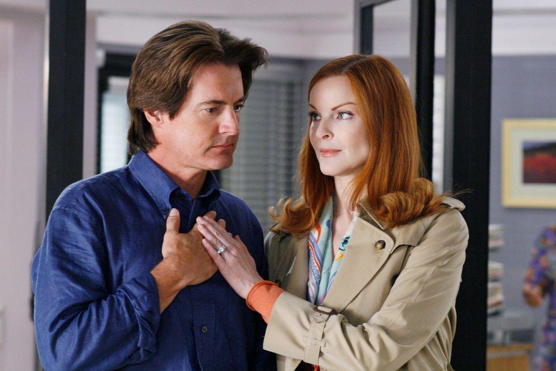 Machen sich Sorgen um Danielle: Bree (Marcia Cross, r.) und Orson (Kyle MacLachlan, l.) ... - Bildquelle: 2005 Touchstone Television  All Rights Reserved