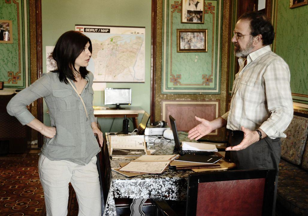 Saul (Mandy Patinkin, r.) ist aufgebracht, weil sich Carrie (Claire Danes, l.) entgegen der Abmachung mit Fatima in einer Moschee getroffen hat ... - Bildquelle: 20th Century Fox International Television