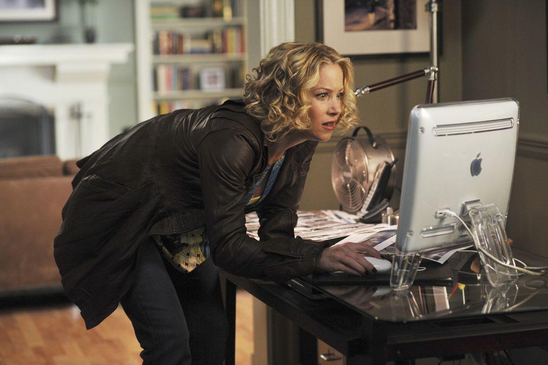 Samantha (Christina Applegate) ist verzweifelt. Auch nach einem Jahr weiß sie nicht, wie sie wirklich ist ... - Bildquelle: American Broadcasting Companies, Inc. All rights reserved.
