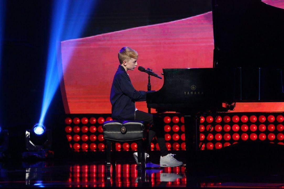 Der Engländer Toby Randall ist bereits ein echter Youtube Star und gewinnt mit seinem Gesang reihenweise die Herzen der Mädchen ... - Bildquelle: Warner Bros.