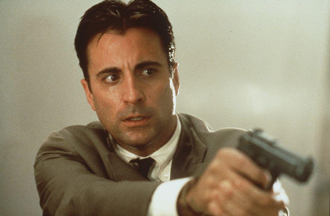 Der Polizist Frank Conner (Andy Garcia) kämpft um das Leben seines Sohnes. Doch ausgerechnet der psychopatische Serienkiller McCabe hat die passend... - Bildquelle: Sony Pictures Television International. All Rights Reserved.