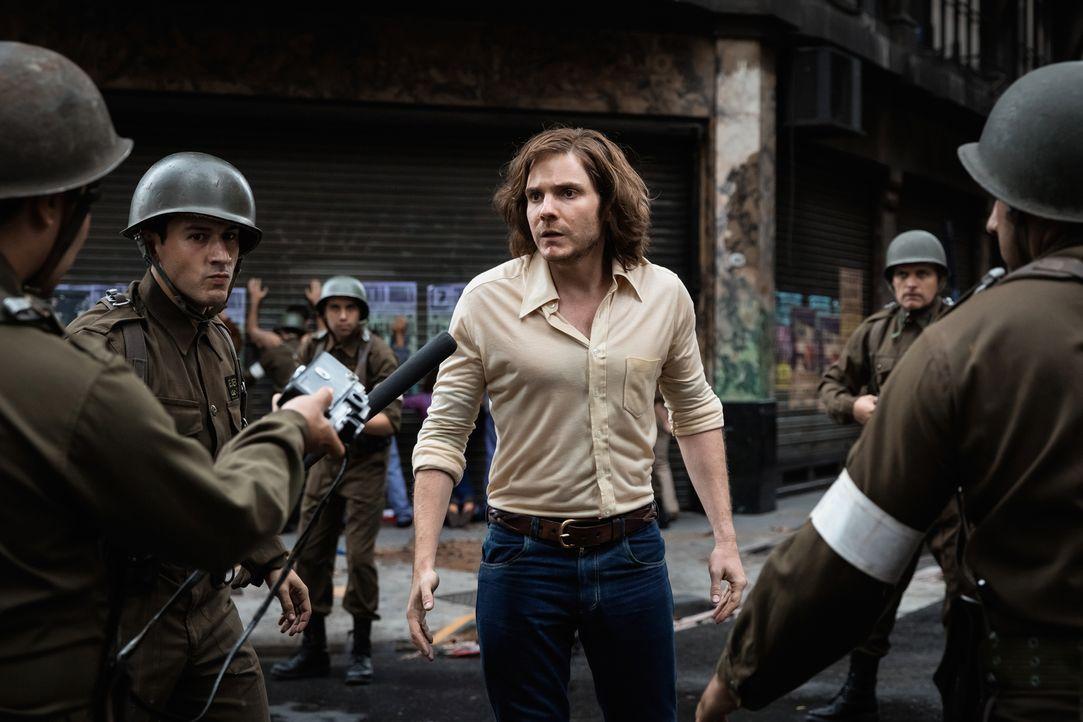Der junge Fotograf Daniel (Daniel Brühl) unterstützt in Chile im Jahre 1973 mit einer studentischen Aktivistengruppe den sozialistischen Präsidenten... - Bildquelle: Majestic / Ricardo Vaz Palma