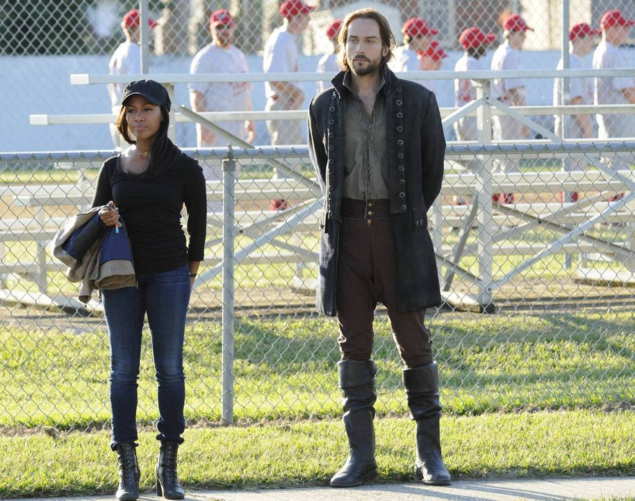 Versuchen weiter, das komplexe Puzzle von Sleepy Hollow zu lösen: Ichabod (Tom Mison, r.) und Abbie (Nicole Beharie, l.) ... - Bildquelle: 2013 Twentieth Century Fox Film Corporation. All rights reserved.