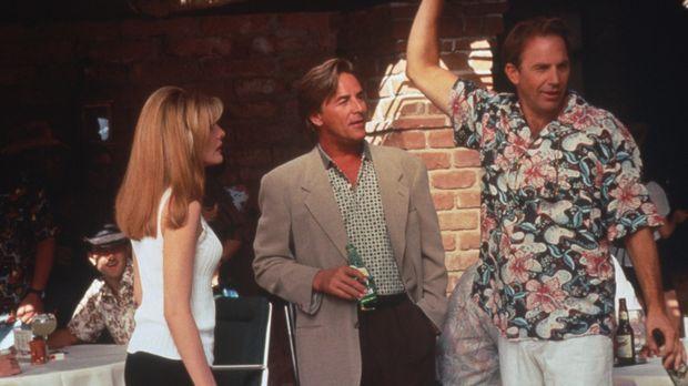 Die attraktive Molly (Rene Russo, l.) muss sich zwischen zwei Vollblut-Golfer...