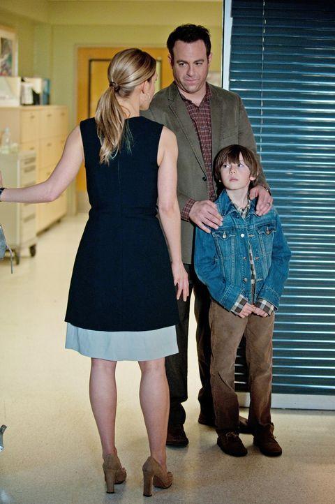 Müssen sich mit dem bevorstehenden Tod vom Erica auseinandersetzen: Cooper (Paul Adelstein, M.), Charlotte (KaDee Strickland, l.) und Mason (Griffin... - Bildquelle: ABC Studios