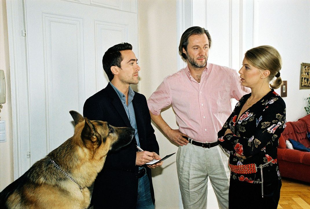 Marc (Alexander Pschill, l.) platzt bei seinen Recherchen bei Frau Klein (Tamara Metelka, r.) und ihrem Lebensgefährten Norbert Langer (Joseph Lore... - Bildquelle: Sat.1