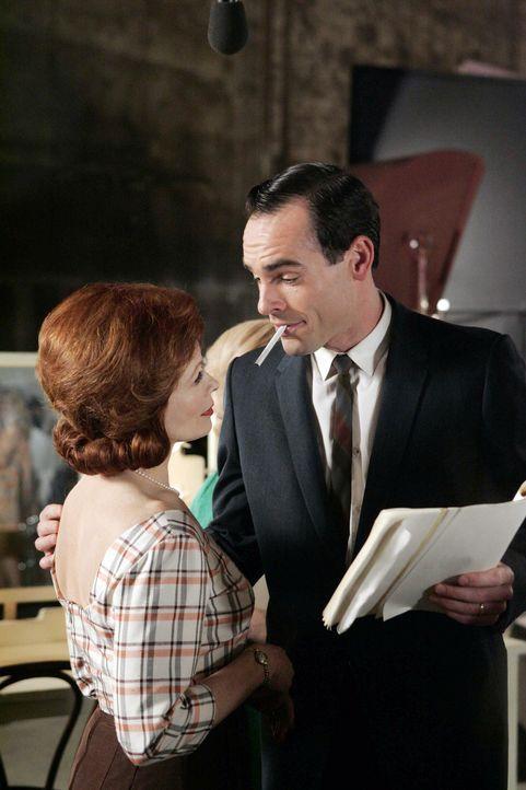 """Allison sieht im Fernsehen die Wiederholung einer alten Serie mit dem Namen """"Verheiratet mit einer Gedankenleserin"""". Diese Serie wurde damals einges... - Bildquelle: Paramount Network Television"""