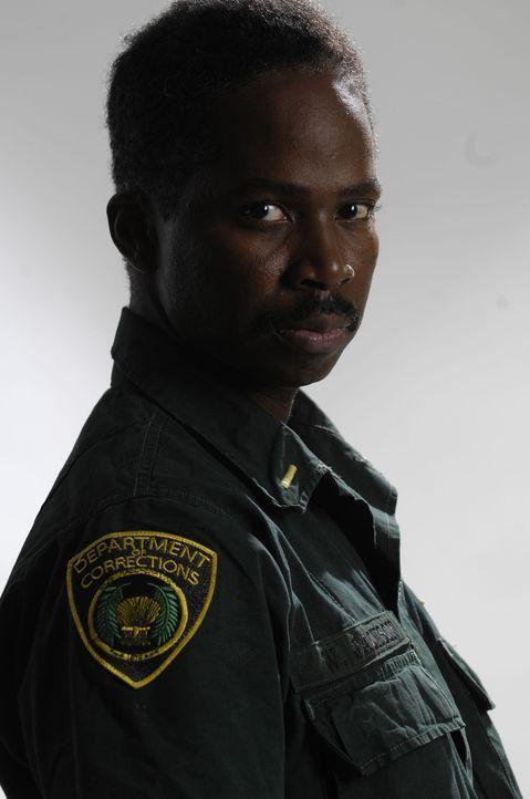 Lt. Jackson (Harold Perrineau) lässt die Gefangenen beim Freigang im Sicherheitstrakt gegeneinander kämpfen und schreckt auch vor schwerer Züchti... - Bildquelle: 2008 Worldwide SPE Acquisitions Inc. All Rights Reserved.