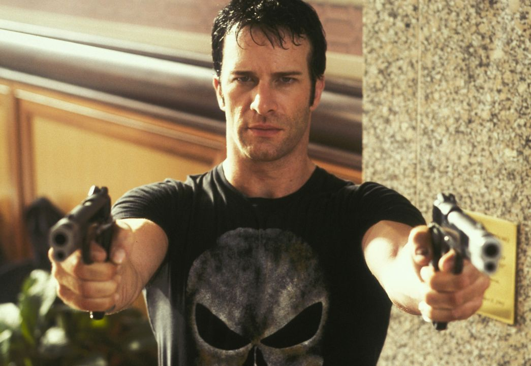 Bei einer verdeckten Ermittlung des FBI-Agenten Frank Castle (Thomas Jane) kommt der Sohn des berüchtigten Unterweltbosses Howard Saint zu Tode. Die... - Bildquelle: Sony Pictures Television International. All Rights Reserved.