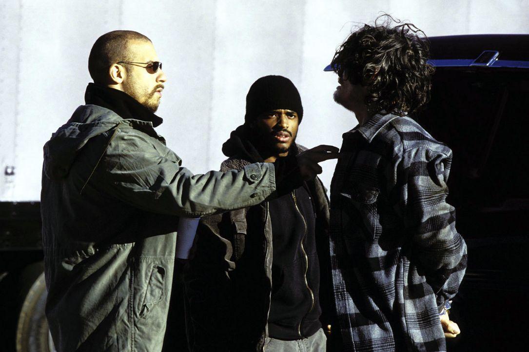 Seit einigen Jahren machen Sean Vetter (Vin Diesel, l.) und Demetrius Hicks (Larenz Tate, M.) gemeinsam Jagd auf mächtige Drogenbosse. Als ihnen Ho... - Bildquelle: Warner Bros. GmbH