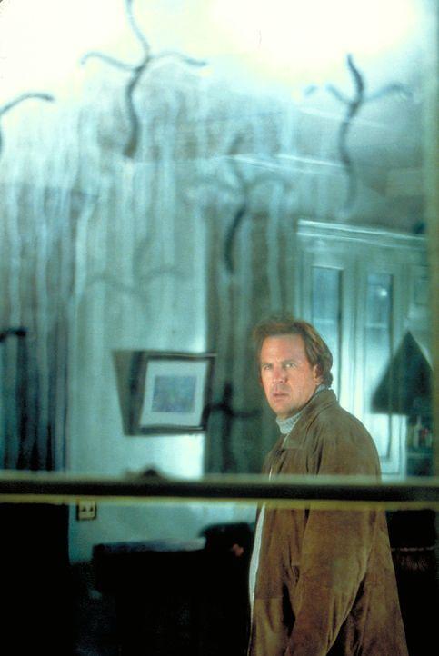 Der Abschied von Emily, seiner geliebten Frau, gelingt dem verbitterten Arzt Dr. Darrow (Kevin Costner) umso weniger, als sich in seinem Umfeld die... - Bildquelle: Spyglass Entertainment