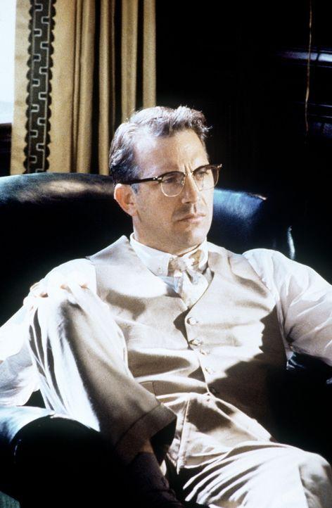 Staatsanwalt Jim Garrison (Kevin Costner) bezweifelt die Alleintäterschaft Lee Harvey Oswalds und sieht ein Komplott von Mafia, CIA und rechtsextre... - Bildquelle: Warner Bros.