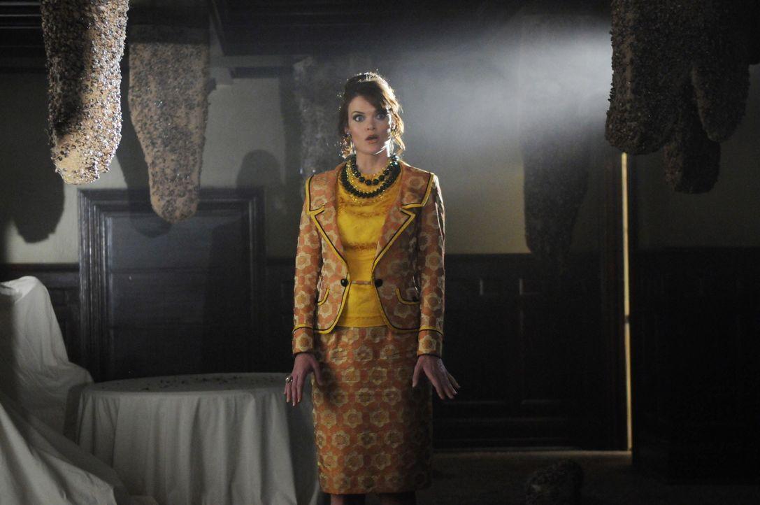 Hat Betty Bee (Missi Pyle) etwas mit dem Tod von Kentucky Fitz zu tun? - Bildquelle: Warner Brothers