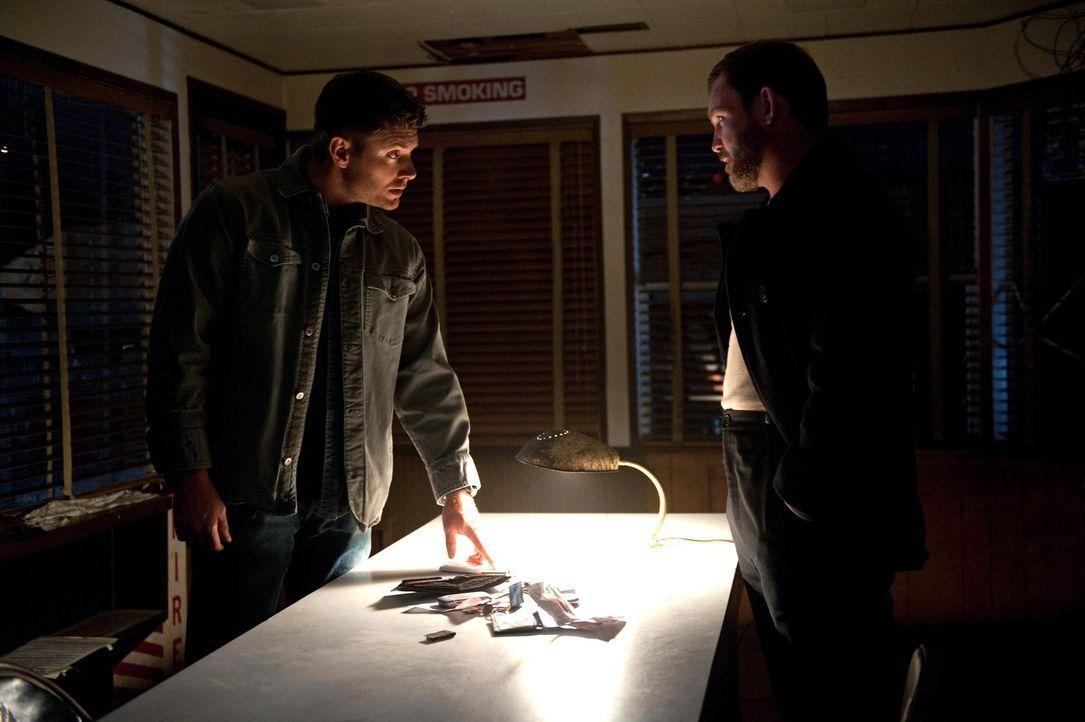 Können Dean (Jensen Ackles, l.) und Benny (Ty Olsson, r.) alleine ein Vampir-Nest ausrotten? - Bildquelle: Warner Bros. Television