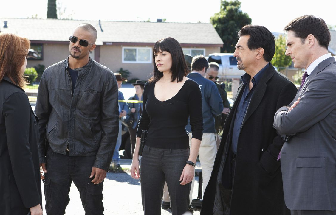 Versuchen das Alkoholiker-Pärchen Ray und Sydney zu stoppen: Agent Bates (Deidre Lovejoy, l.), Morgan (Shemar Moore, l.), Prentiss (Paget Brewster,... - Bildquelle: ABC Studios
