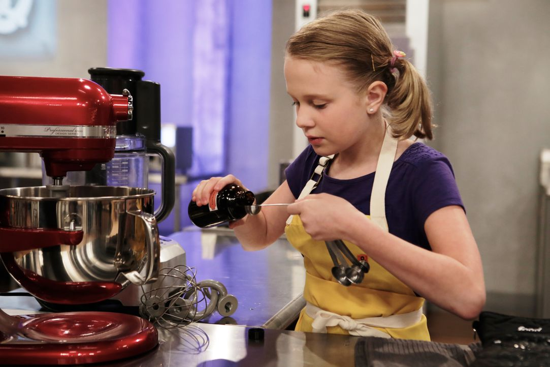 Die junge Bäckerin Jane gibt ihr Bestes, um ihre Backkreation zwar scharf, aber nicht zu scharf zu machen ... - Bildquelle: Adam Rose 2015, Television Food Network, G.P.  All Rights Reserved.