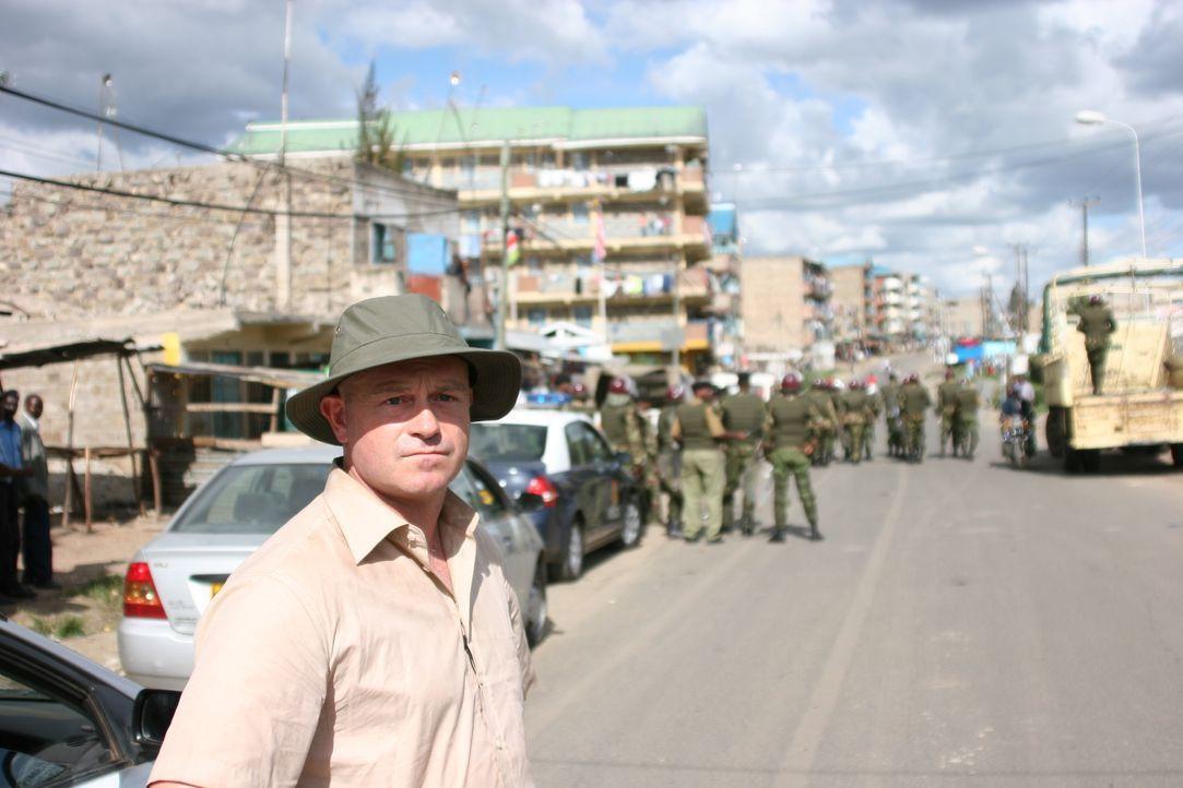 Schnell wird Ross Kemp klar, dass Kenia weit entfernt von Frieden ist ... - Bildquelle: IMG Entertainment 2008