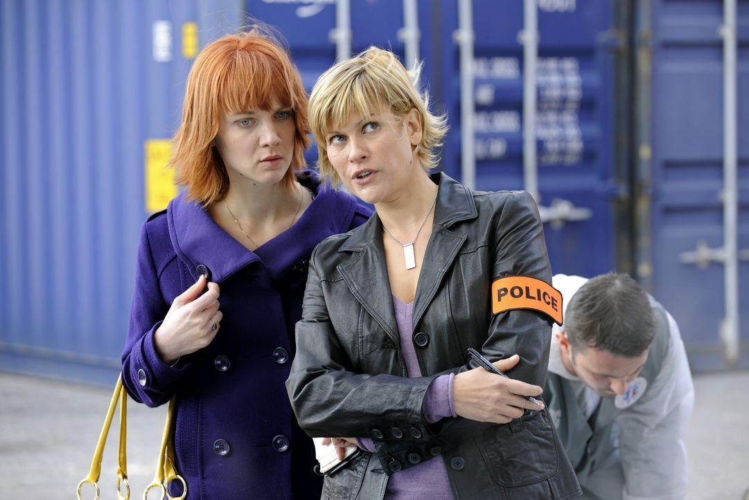 Arbeiten bei diesem Fall zusammen: Chloé (Odile Vuillemin, l.) und Fred (Vanessa Valence, r.) ... - Bildquelle: 2008 - Beaubourg Audiovisuel/BeFilms/RTBF (Télévision Belge)