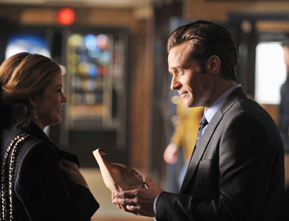 Kevin Ryan (Seamus Dever, r.) ist seiner Frau Jenny (Juliana Dever, l.) eine Erklärung schuldig ... - Bildquelle: ABC Studios