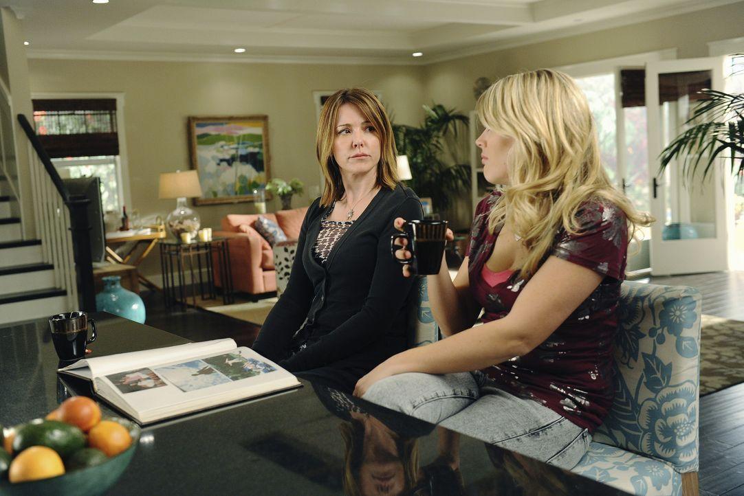 Nicht zu glauben - Ellie (Christa Miller, l.) und Laurie (Busy Philipps, r.) fragen sich, ob Jules nicht ein bisschen zu streng mit dem pubertären... - Bildquelle: 2009 ABC INC.