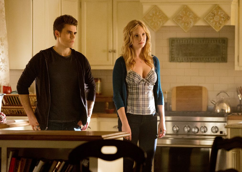 Stefan Salvatore und Caroline Forbes - Bildquelle: Warner Bros. Entertainment Inc.