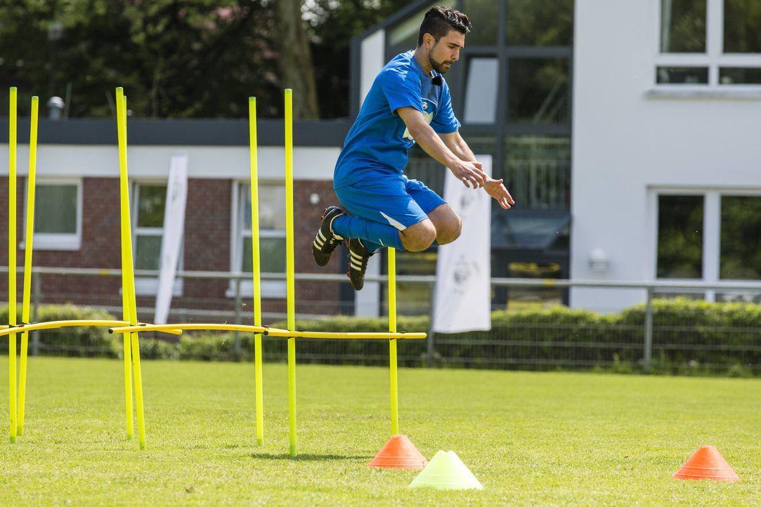 Um ins Team zu kommen, gibt Mustafa Oez alles. Doch werden seine Bemühungen ausreichen? - Bildquelle: Frank Dicks SAT.1