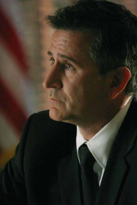 Die allein erziehende Colleen verschwindet spurlos. Jack Malone (Anthony LaPaglia) findet heraus, dass sie in Drogengeschäfte verwickelt war ... - Bildquelle: Warner Bros. Entertainment Inc.