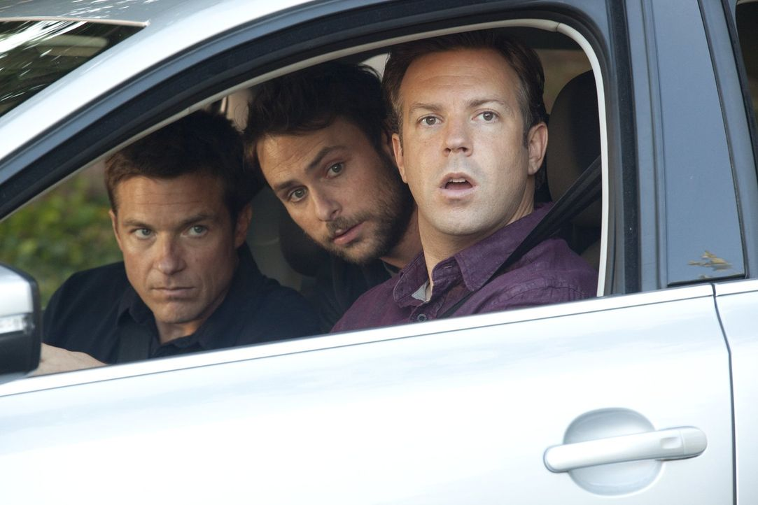 Die drei Freunde Kurt (Jason Sudeikis, r.), Dale (Charlie Day, M.) und Nick (Jason Bateman, l.) haben eins gemeinsam, sie leiden alle unter ihrem je... - Bildquelle: 2011 Warner Bros.
