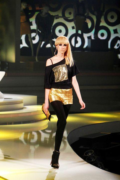 Fashion-Hero-Epi05-Gewinneroutfits-Yvonne-Warmbier-s-Oliver-05-Richard-Huebner - Bildquelle: Richard Huebner