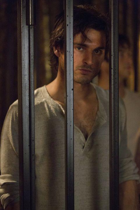 Ein Freund in der Hölle: Enzo (Michael Malarkey) ... - Bildquelle: Warner Brothers