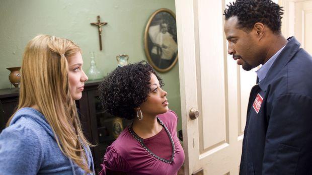 Mr. Moody (Marlon Wayans, r.) macht Megan (Shoshanna Bush, l.) und Thomas' Sc...