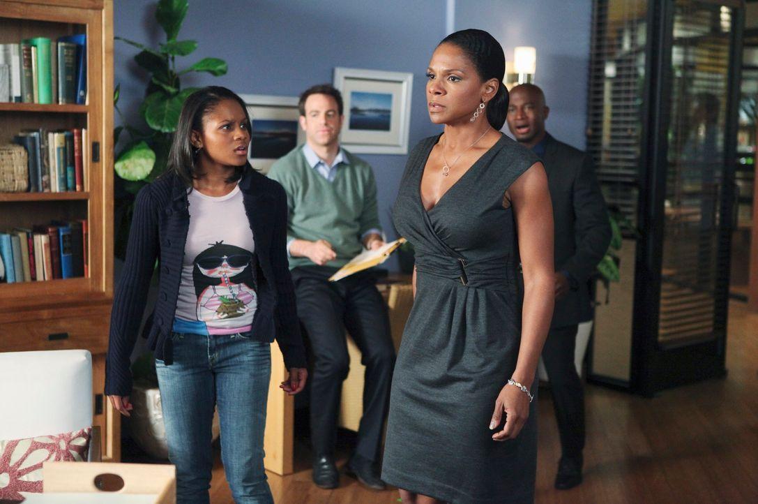 Als sich herausstellt, dass Maya (Geffri Maya, l.) schwanger ist, reagiert Naomi (Audra McDonald, 2.v.r.) völlig ungewöhnlich für sie. Sam (Taye Dig... - Bildquelle: ABC Studios