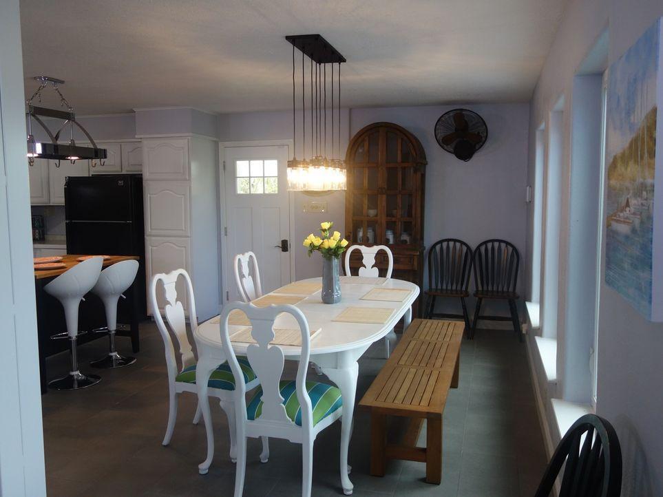 Maklerin Jake Gee schlägt als zukünftiges Domizil Morning Ridge vor. Schon als sie das Haus betreten und in die Küche kommen, sind Veronika und Carl... - Bildquelle: 2015, HGTV/Scripps Networks, LLC. All Rights Reserved.