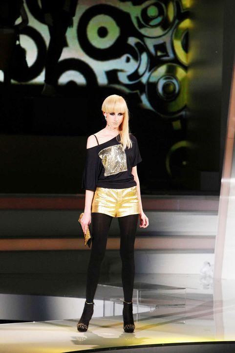 Fashion-Hero-Epi05-Gewinneroutfits-Yvonne-Warmbier-s-Oliver-04-Richard-Huebner - Bildquelle: Richard Huebner