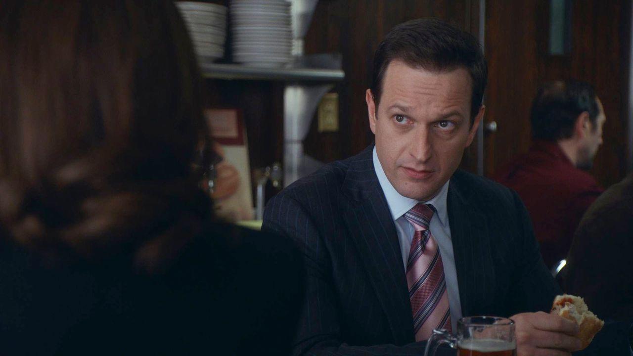 Als Will (Josh Charles) bewusst wird, dass Agent Dubeck keine Ruhe geben wird, schlägt er einen anderen Weg ein ... - Bildquelle: 2014 CBS Broadcasting, Inc. All Rights Reserved