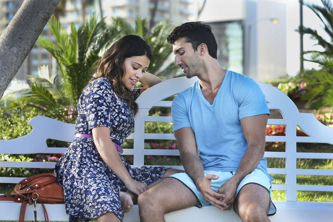 Wie wird es mit Jane (Gina Rodriguez, l.) und Rafael (Justin Baldoni, r.) weitergehen? - Bildquelle: 2014 The CW Network, LLC. All rights reserved.