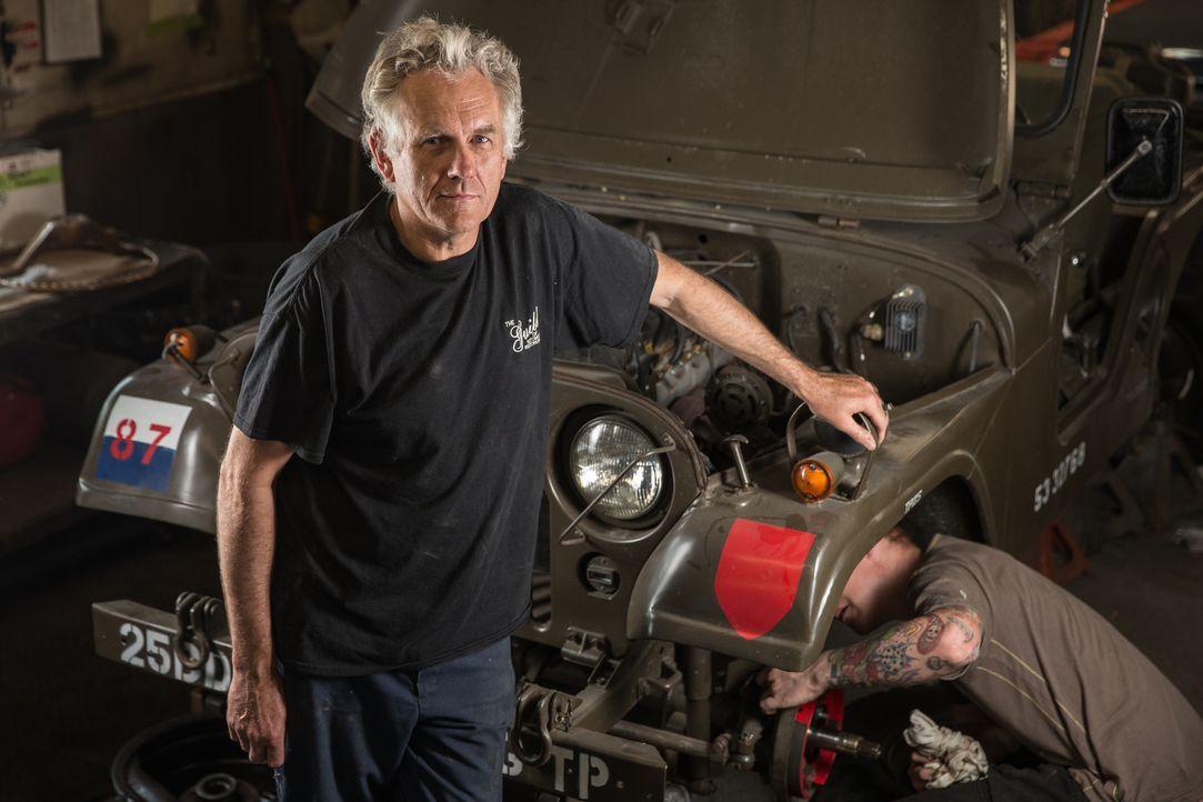 """Diese Männer verwandeln Rost in Gold: In der Garage """"The Guild of Automotive Restorers"""" finden sich allerhand Prachtstücke auf vier Rädern, die die... - Bildquelle: Joe Wiecha"""