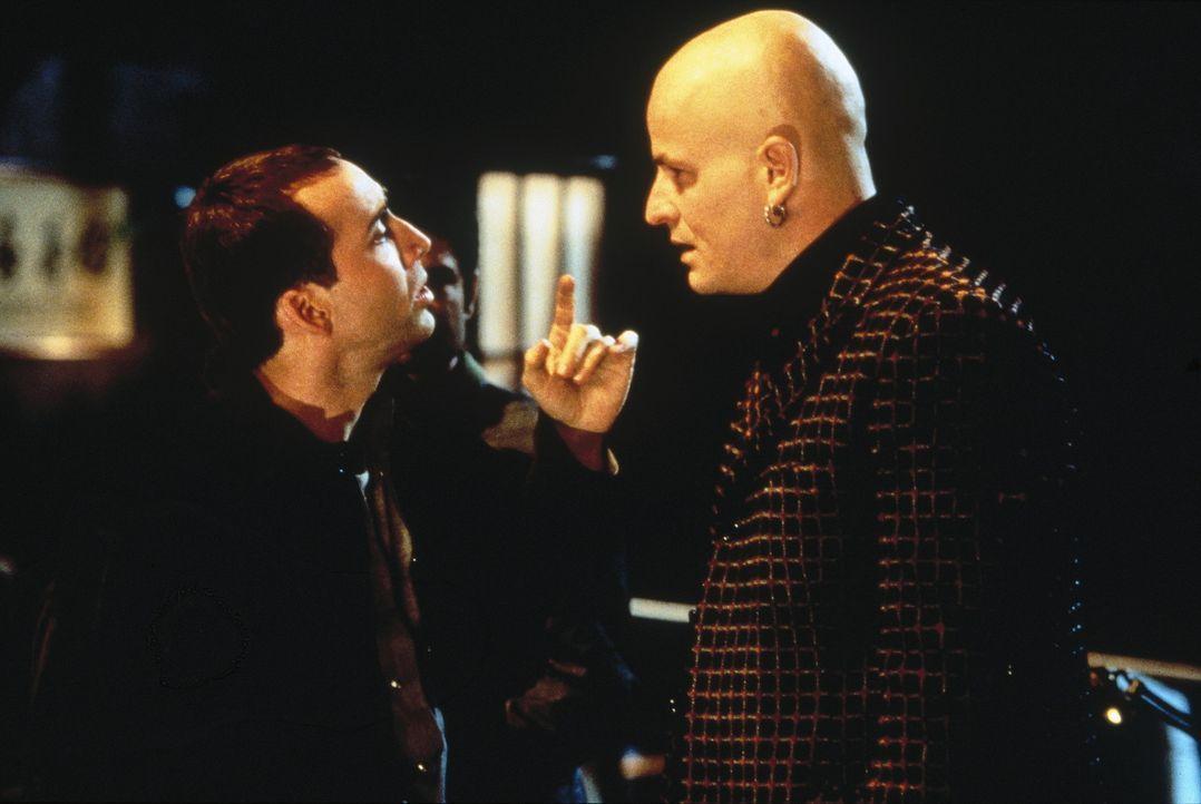 Weil FBI-Agent Sean Archer (Nicolas Cage, l.) in die Haut seines Urfeindes Castor Troy schlüpft, erhält er ungeahnte Informationen aus der Unterwe... - Bildquelle: Touchstone Pictures