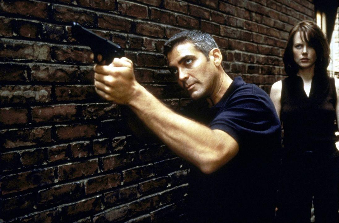 Im Kampf gegen die russische Atom-Mafia: Colonel Thomas Devoe (George Clooney, l.) und Dr. Julia Kelly (Nicole Kidman, r.) ... - Bildquelle: DreamWorks SKG