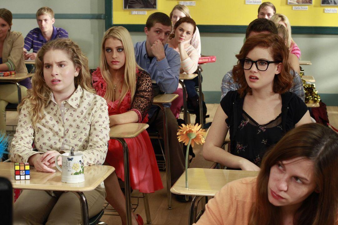 Bekommen eine neue Lehrerin: Lisa (Allie Grant, 3.v.l.), Dalia (Carly Chaikin, 4.v.l.) und Tessa (Jane Levy, 2.v.r.) ... - Bildquelle: Warner Brothers