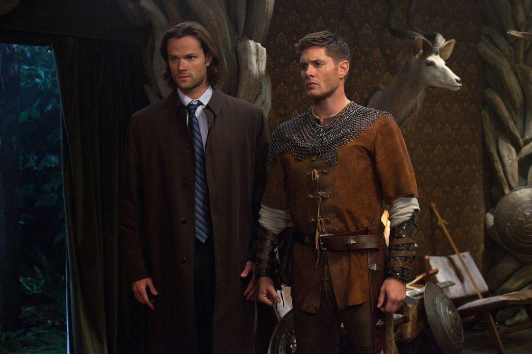 Um die Morde in einem ganz besonderen Lager aufzuklären, sollen Sam (Jared Padalecki, l.) und Dean (Jensen Ackles, r.) in unterschiedliche Rollen sc... - Bildquelle: Warner Bros. Television