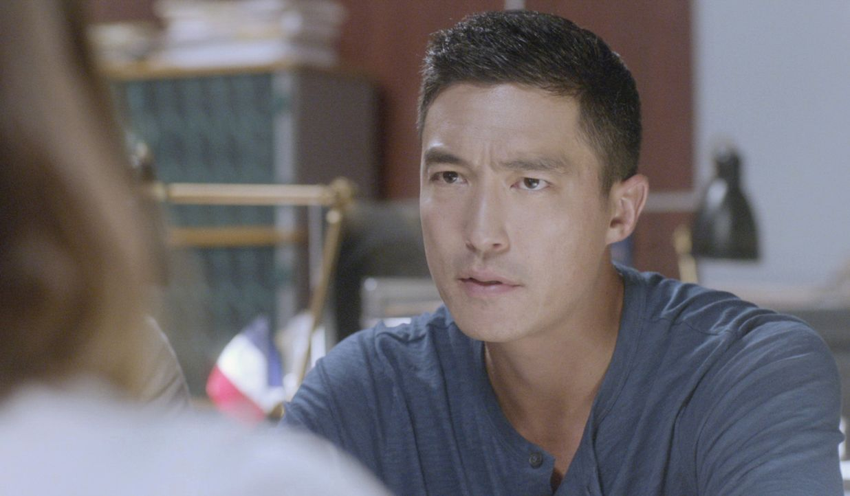 Matt (Daniel Henney) und seine Kollegen vom International Response Team ermitteln in einer Mordserie, bei der es der Täter auf in Paris lebende Amer... - Bildquelle: 2015 CBS Broadcasting, Inc. All Rights Reserved