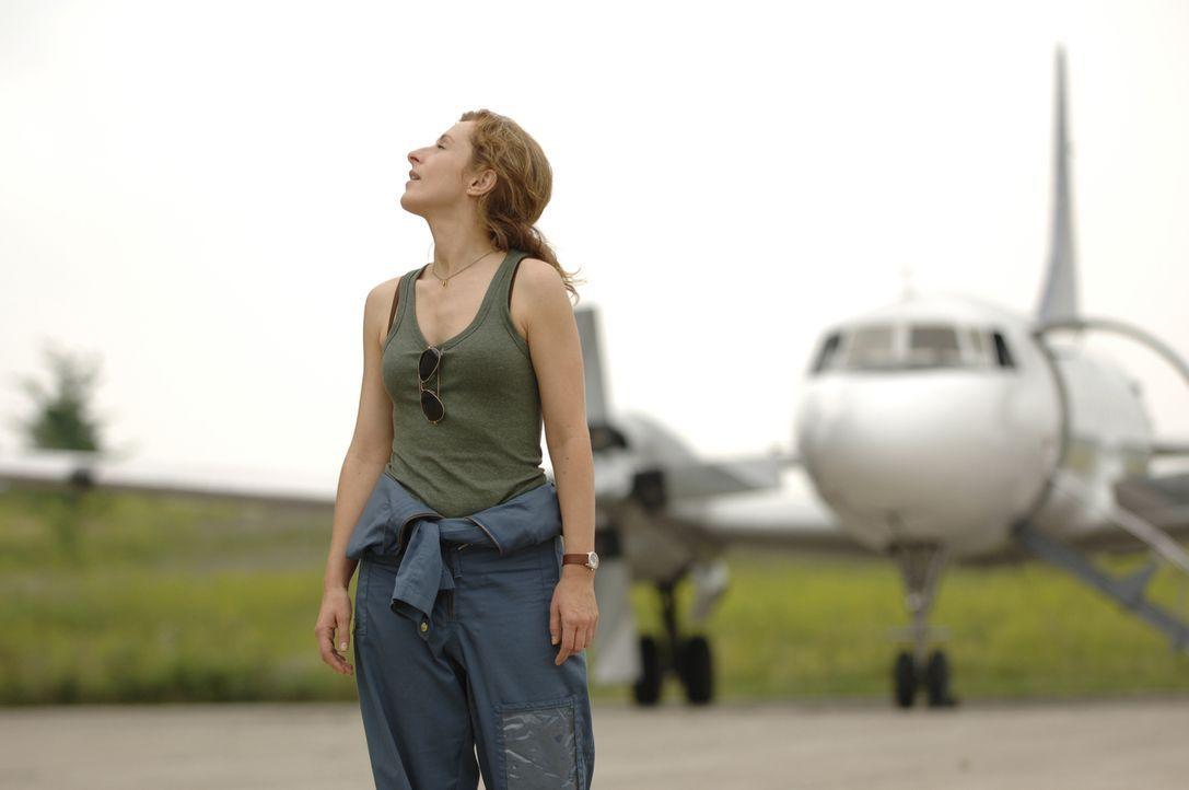 Immer auf der Jagd nach möglichen Unwettern: Sarah (Nicola Stephenson) ... - Bildquelle: BBC