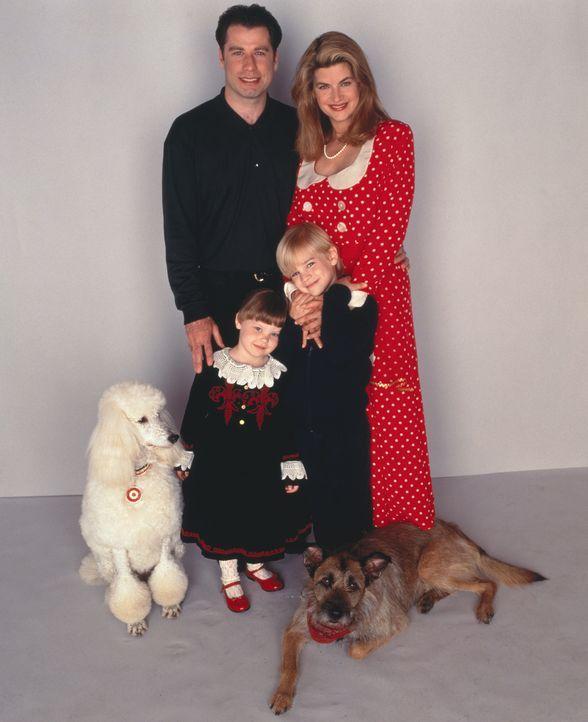 Der New Yorker Taxifahrer und Hobby-Flieger James Ubriacco (John Travolta, l.), seine Frau Mollie (Kirstie Alley, r.) und ihre beiden kleinen Kinder... - Bildquelle: TriStar Pictures