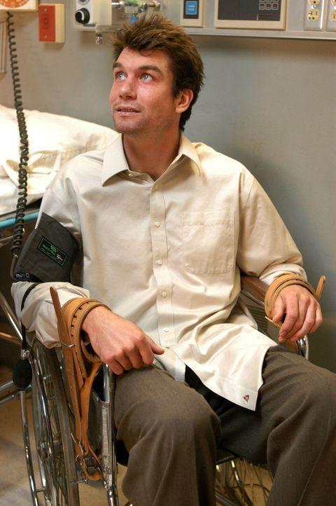 Aufgespürt: Der unter Schizophrenie leidende Joe Gibson (Jerry O'Connell) wird in die Klinik gebracht. - Bildquelle: Warner Bros. Entertainment Inc.
