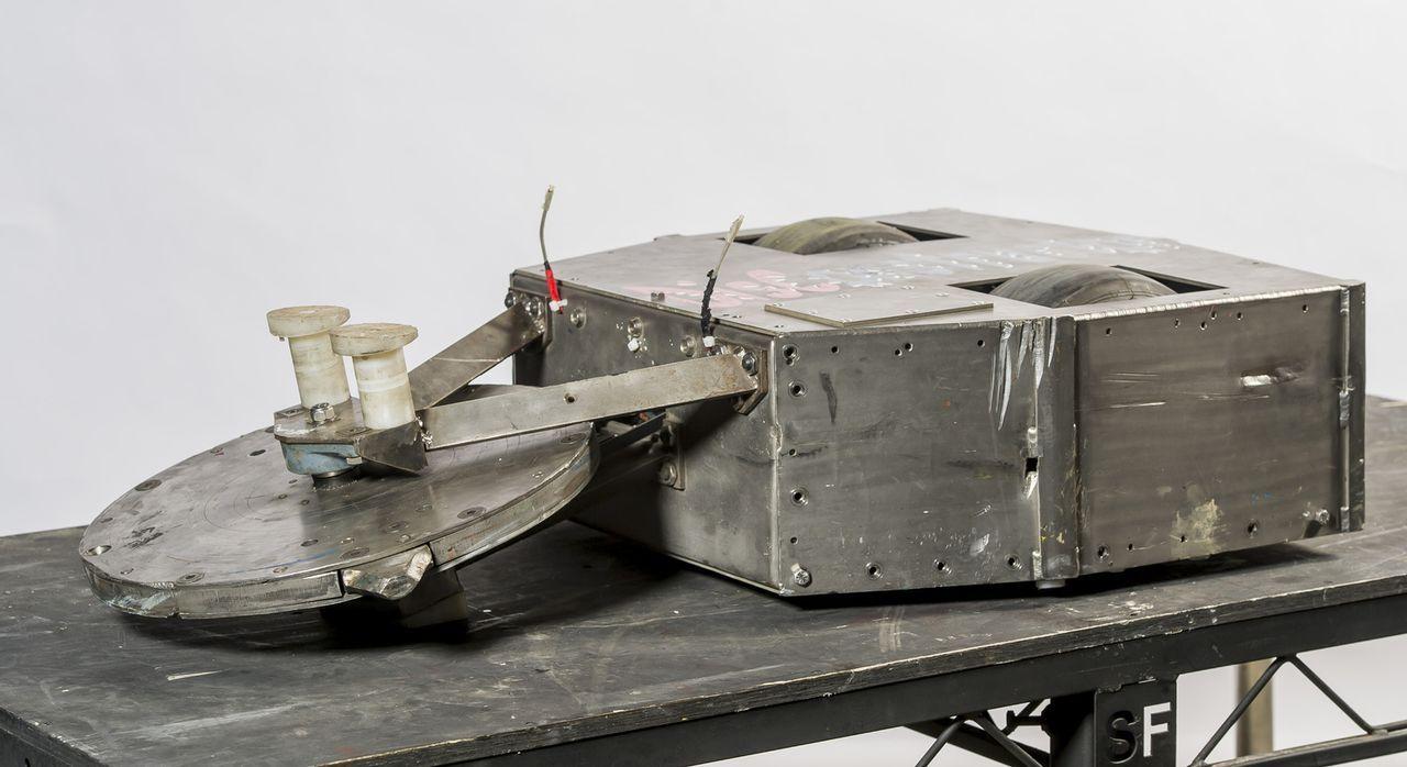 Ein technisches Meisterwerk: Der Roboter von Team Disconstructor. Doch wird er in der Kampfarena bestehen können? - Bildquelle: Alan Peebles