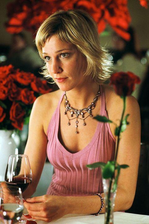 Trotz aller Versuche von Thomas, Susanne (Julia Stinshoff) von seiner Liebe zu ihr zu überzeugen, bleibt sie skeptisch ... - Bildquelle: Thekla Ehling Sat.1